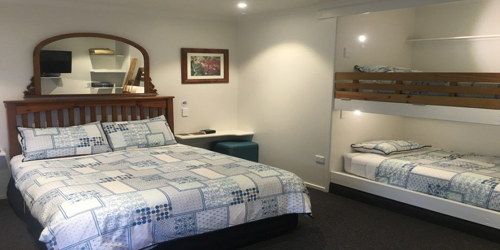 The Bay View Apartment - Self-Contained Suite: $150 for up to 2 people (1 Queen bed and 2 King Single Bunks)
